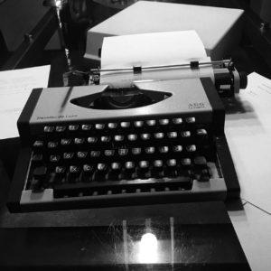 Schreibmaschine AEG Olympia Traveller de Luxe
