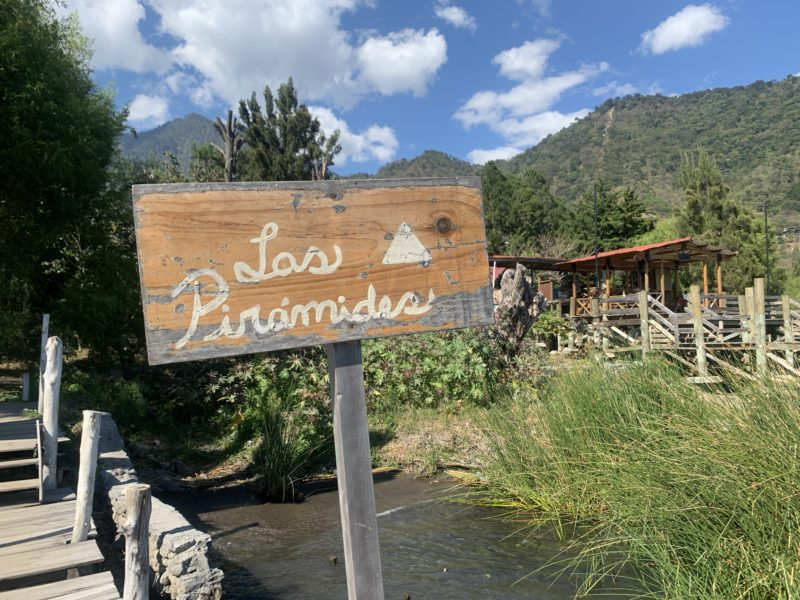 Las Piramides del Ka am Ufer des Lago Atitlan